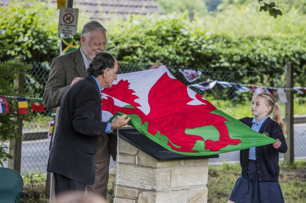 Llangollen International Musical Eisteddfod 2016. Terry Waite is pictured with guests and pupils from Dinas Bran High school unveiling a plaque to mark the site where the Eisteddfod first took place in 1947.