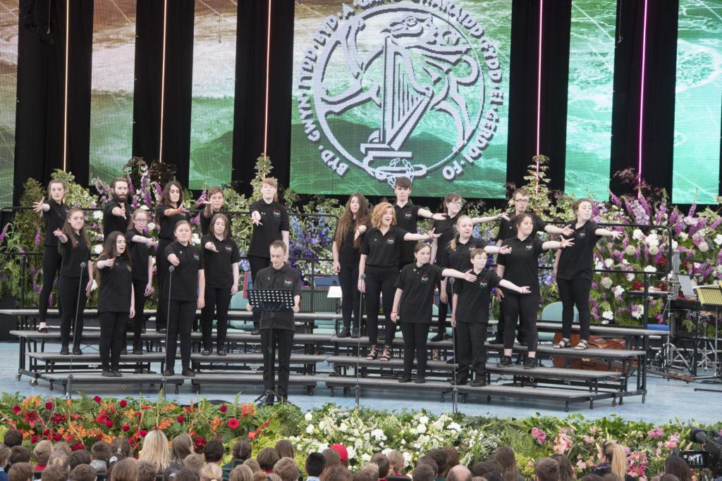 Llangollen International Musical Eisteddfod 2016. Theatr Ifanc, Rhos give the peace message
